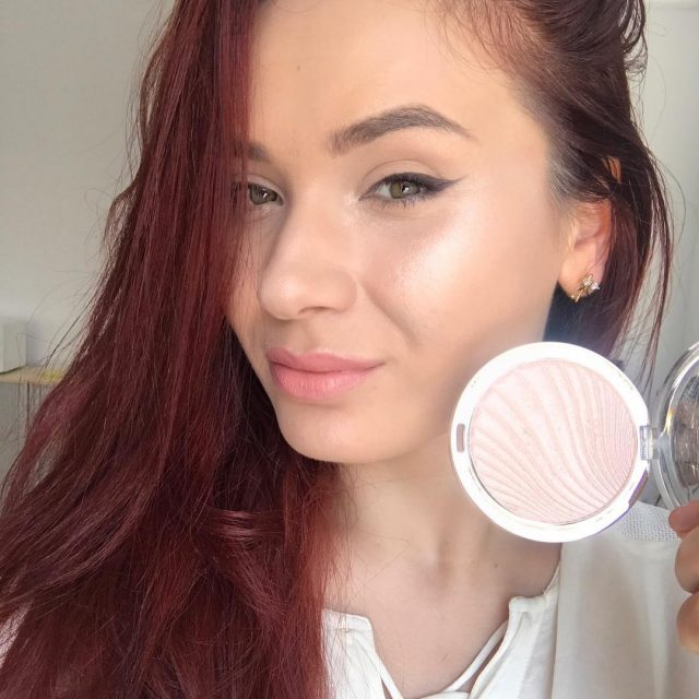 Highlight to the moon and back  milani strobelight instantglowhellip
